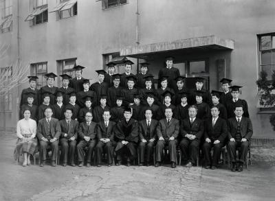 sp.91_졸업 기념 단체 사진